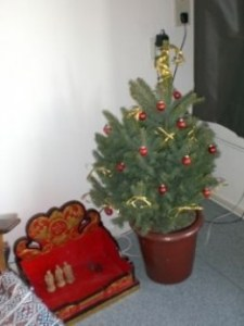 red-gold-christmas-tree