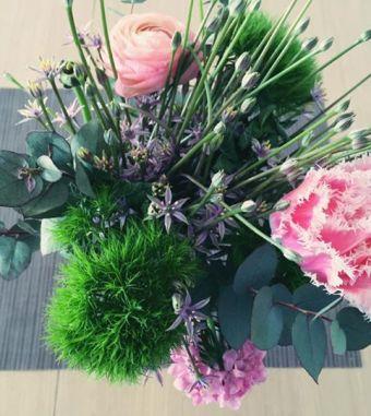 Frische Blumen von Bloomon vom Feld direkt auf meinen Tisch.