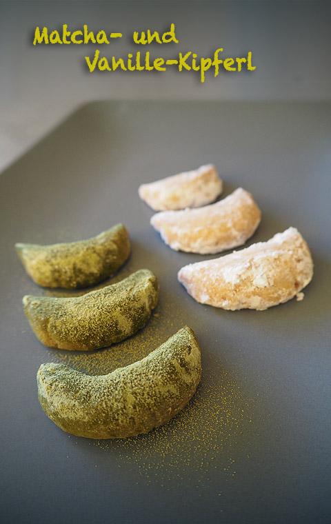 Es grünt so grün: frische Matcha-Kipferl. Eine leckere Variante der klassischen Vanille-Kipferl. Mehr Rezepte für Weihnachtskekse mit Matcha gibt es hier auf www.katjakocht.com/weihnachtsgebaeck-mit-matcha