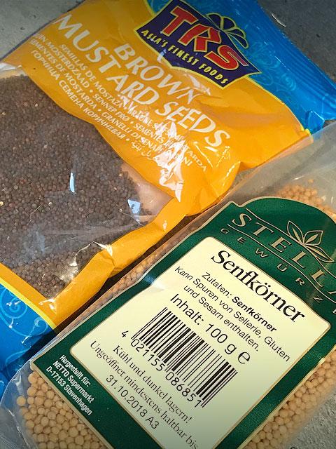 Die Hauptzutaten für den Wasabi-Senf habe ich im Asiamarkt gekauft. Die gelben und braunen Senfkörner gibt es aber auch im Supermarkt und sind trocken und dunkel gelagert lange haltbar.