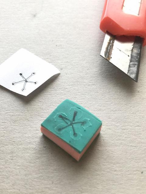 Kirschblüten-Stempel: einige Details sind sehr klein und schwierig zu schnitzen.