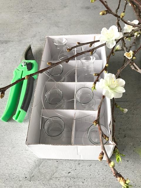 Aus der Vasengirlande bastel ich einen hängenden Kirschgarten.