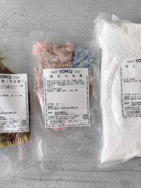 Direktimport aus Japan: eingelegte Kirschblätter & Blüten sowie spezielles Reismehl für Sakura-Mochi.