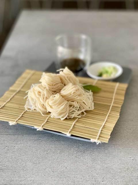 Somen: schnelles japanisches Nudelgericht für heiße Tage