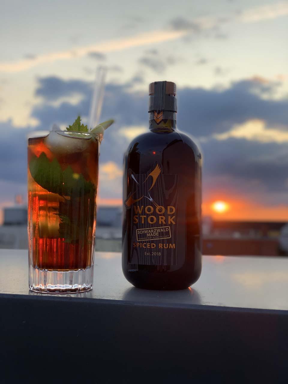 Der perfekte Sundowner: Godjira Cuba Libre mit Wood Stork Siced Rum