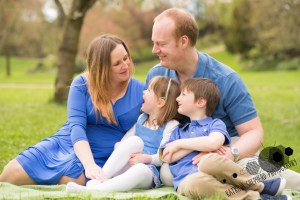 Avenham Miller Parks Preston - Photo of a family sitting together laughing