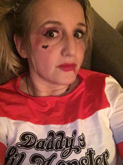 Vorher - wildes MakeUp als Harley Quinn
