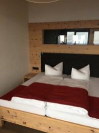 Doppelbett mit Bergblick