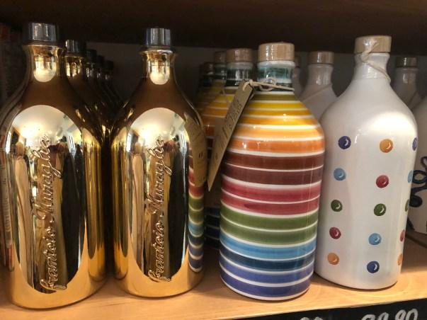 Öl in edlen Flassche im Magazin Store
