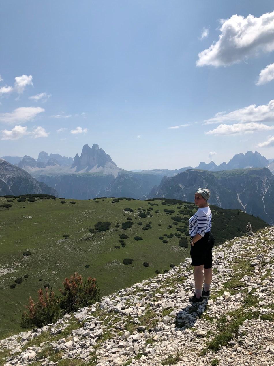 Bergbild mit Strudelkopf, im Hintergrund die Drei Zinnen udn die Dolomiten