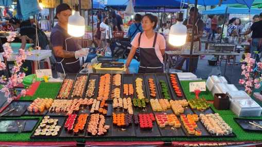 Sushi am Nachmarkt von Khanom