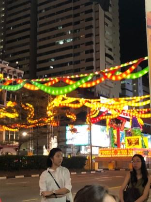 bunte Leuchtgirlanden zum Mondfest in Chinatown, Singapur