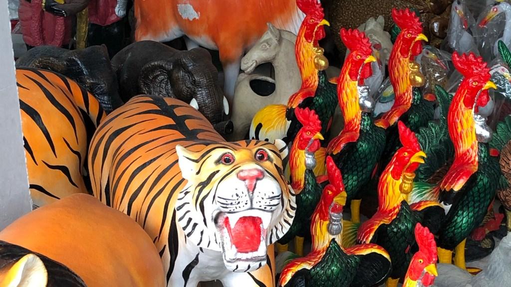Plastiktiere in Ranong, Thailand