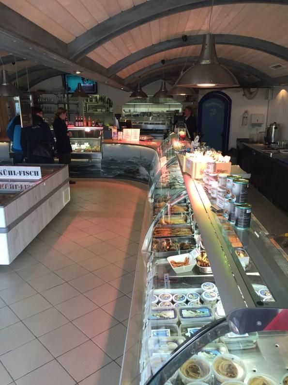 """F(r)isch-Theke im Restaurant """"Kutterfisch"""" © katrin-lars.net"""