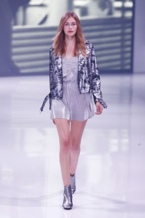 Metallischer Look is back bei der Topshop Show. ©Photo by Sebastian Reuter/Getty Images for Bread & Butter by Zalando
