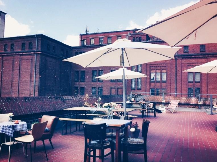 Urbanes Gefühl & leckeres Essen auf der Dachterrasse des Wirtshaus zum Oberstübchen. © katrin-lars.net