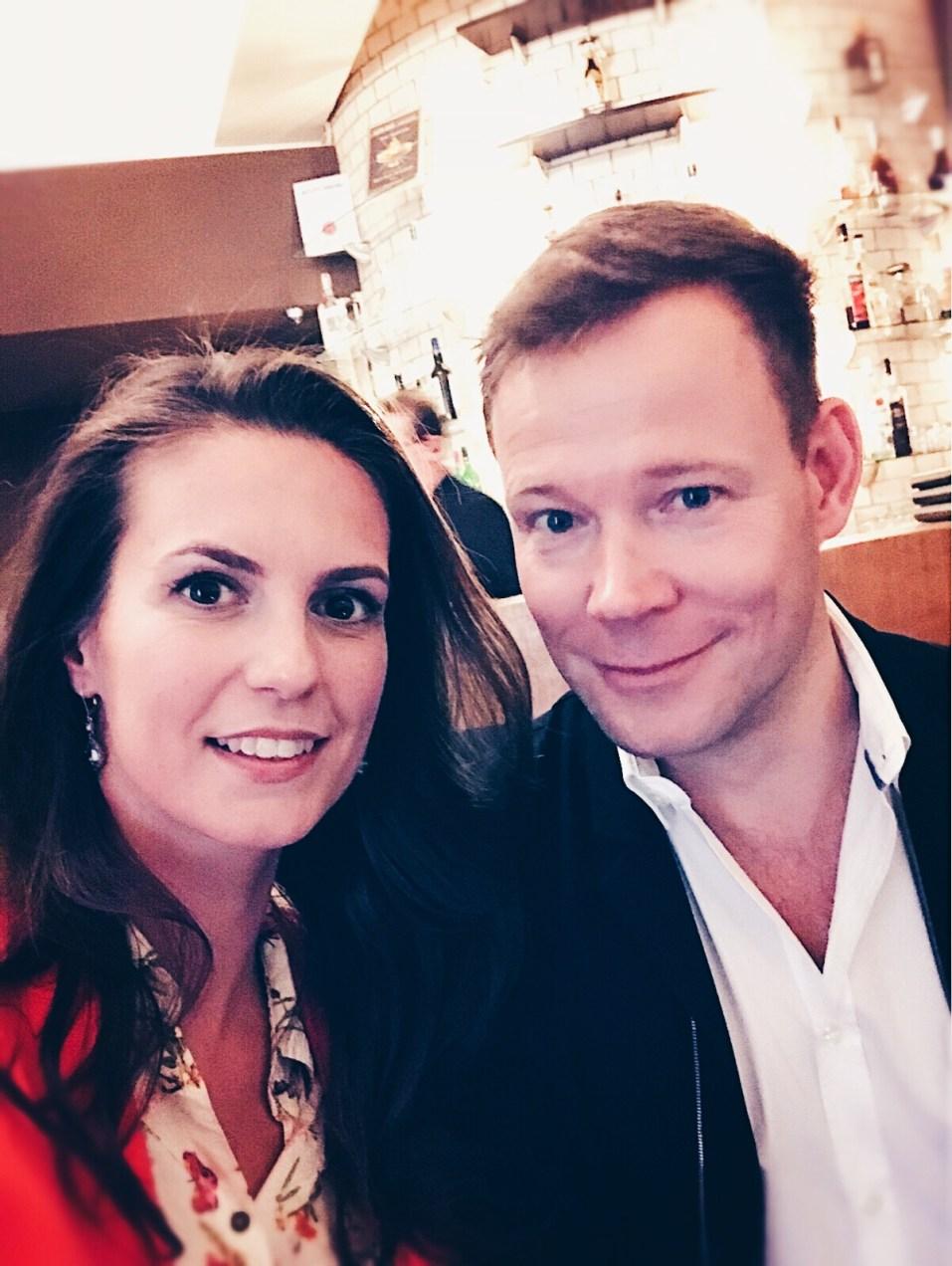 Katrin mit Schauspieler Mathias Schlung. © katrin-lars.net