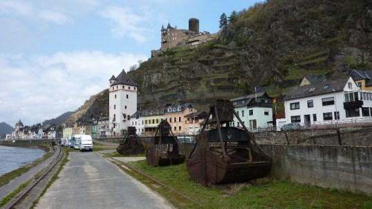 Greifer des Häusener Krans am Rheinufer