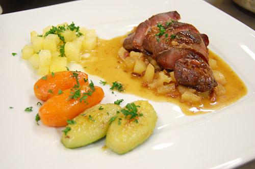 Magret de canard, carottes et courgettes