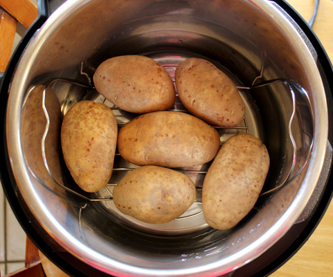 potatoes on the trivet in the Instant Pot