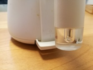 バルミューダの電気ケトルの本体のハンドルの手元のランプの画像