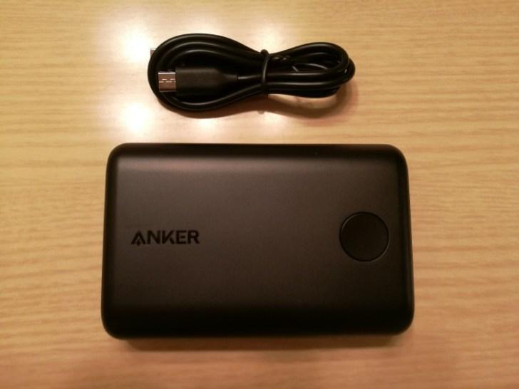 Anker PowerCore II 10000の外観と付属品の説明画像3