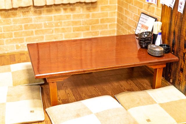 あさひや店内テーブル