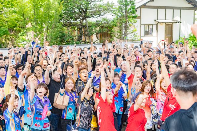大盛り上がりのダーツ大会開幕!