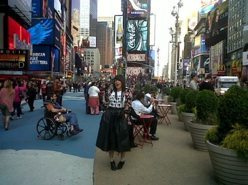 The first photo of Anna out of NEW YORK!