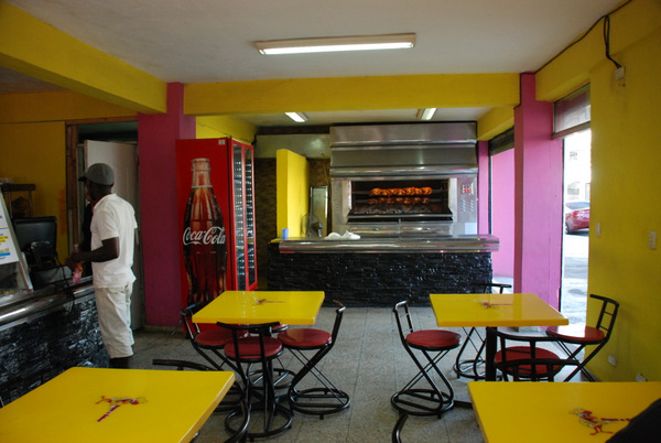Il locale del Pollo al Carbon, fast food del pollo