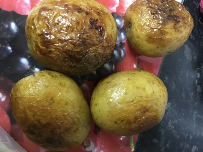 Jacket potatoes in the slow cooker - A look at the finished result!