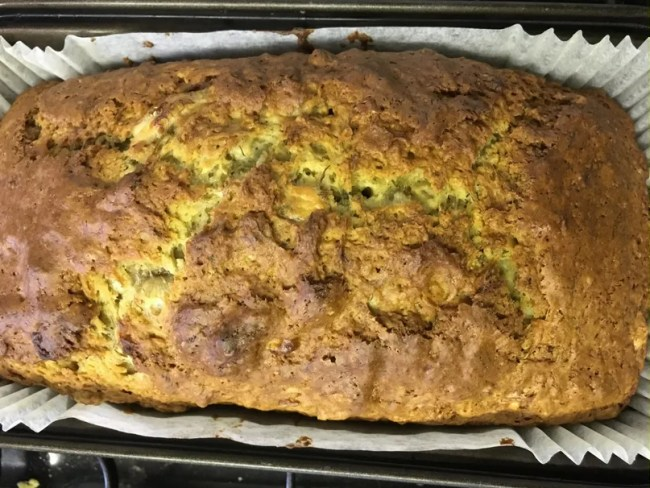 Cheap and easy banana bread recipe - A look at the finished banana bread