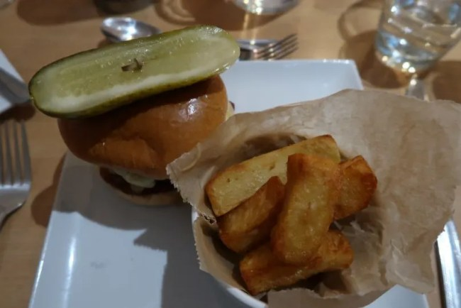 La Brasserie - Mains Gourmet Burger