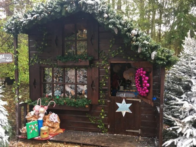 Santa's Woodland Workshop - The little post office