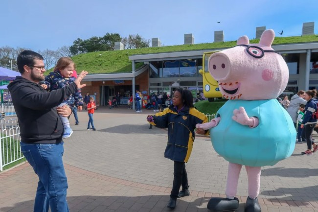 A family trip to Peppa Pig World - Daddy and Daisy with Daddy Pig
