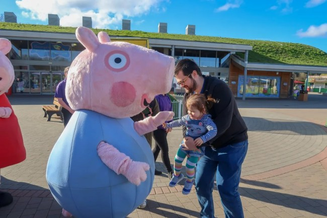 A family trip to Peppa Pig World - Meeting George