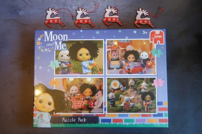 Moon and Me puzzle set