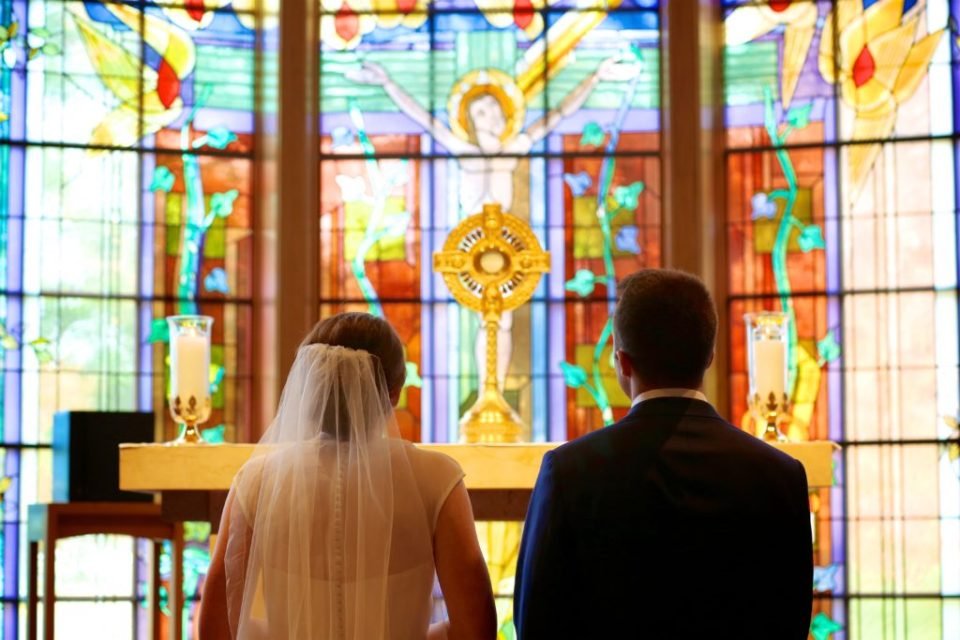 Ways to incorporate faith into your catholic wedding | for the catholic bride | Photo by Katzie and Ben Photography www.katzieandben.com | Our Lady of Grace in Edina, MN