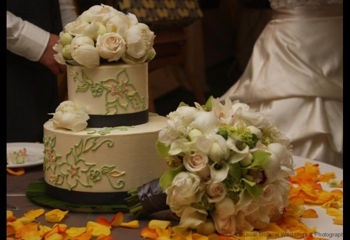 Beautiful Wedding Cake and Bridal Bouquet
