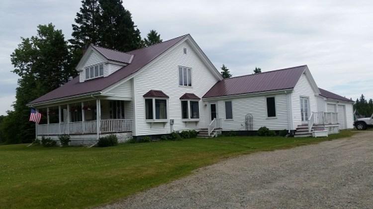 Metal roofing contractor in Bangor, Maine