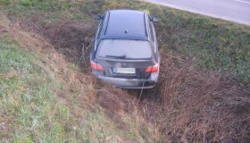 Kauniečio vairuojamas Švedijoje vogtas automobilis įstrigo griovyje
