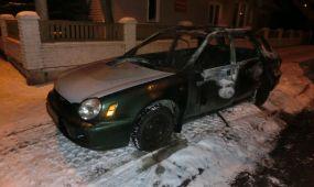 Naktį gatvėje degė automobilis