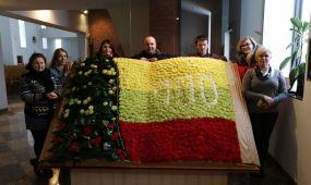 Lietuvos vėliava iš gėlių