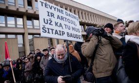"""""""Aš kaltinu"""" mitingas prie Seimo"""