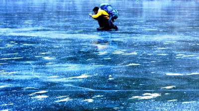 Gyventojai raginami ant užšalusių vandens telkinių elgtis atsargiai