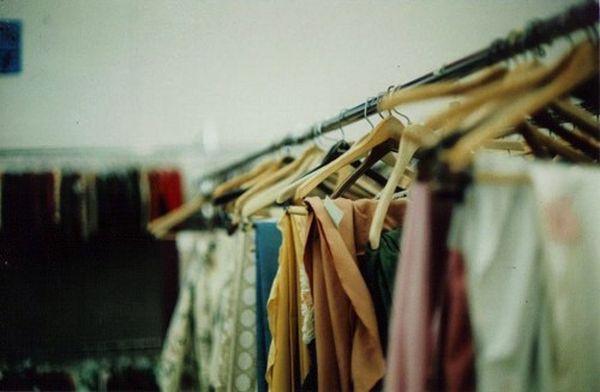 Patarimai, kurie padės tobulai sutvarkyti drabužių spintą