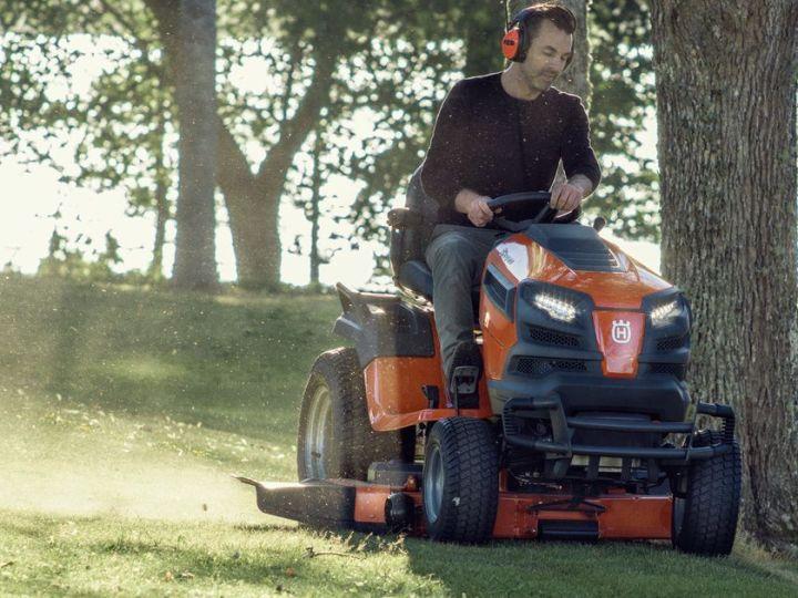 Sodo traktoriukai: nepamainomi pagalbininkai prižiūrint veją