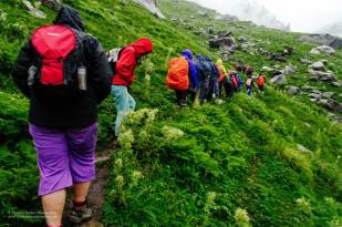 Hampta Pass Trek- Trekkers on route to Balu ka Ghera