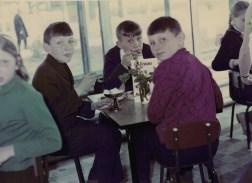1983,_yunye_posetiteli_kafe_buratino
