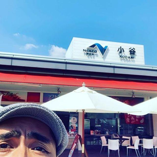 今日から三日間、尾道、三次、熊野にて営業ライブ3days!なんか気分はプチツアー♪て、事でSAにワクワク。ほいじゃが、暑い!歌の縁をいただき感謝です!#唄うたいカワムラ